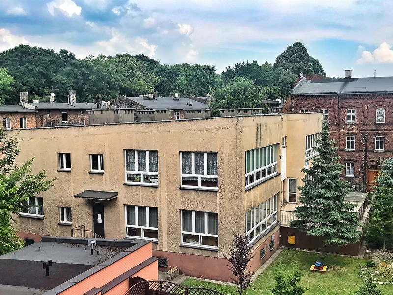 Budynek szkoły podstawowej przed termomodernizacją