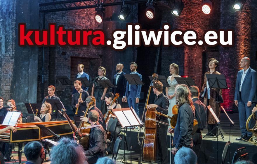 "Orkiestra na scenie i napis ""kultura.gliwice.eu"""