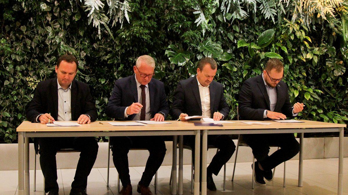 Podpisanie umowy o współpracy przy testach dronowych