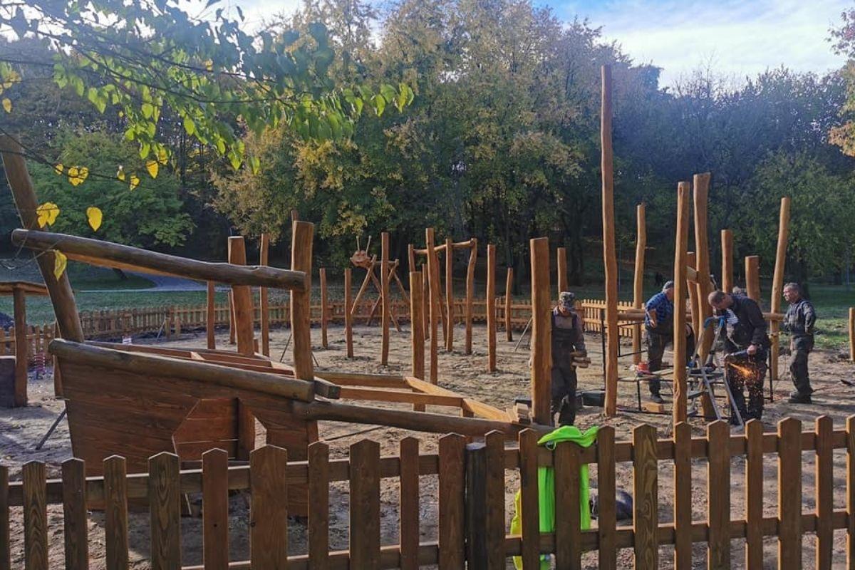 Montaż placu zabaw w Parku Grabek