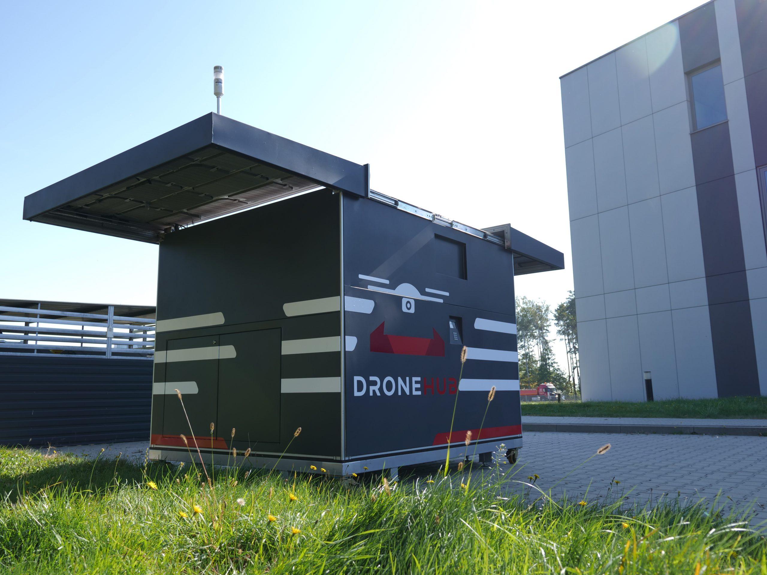 Kontener do odbioru i przechowywania drona cargo